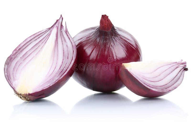 Луки красного лука отрезают овощ кусков изолированный на белизне стоковые фото