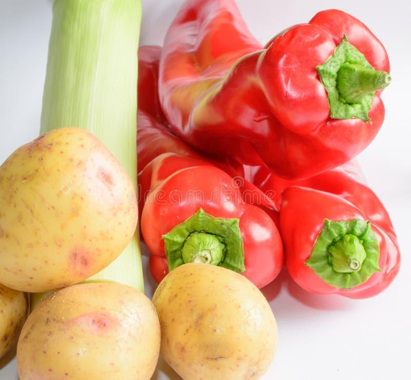 Лук-порей картошек и красные перцы стоковое фото rf