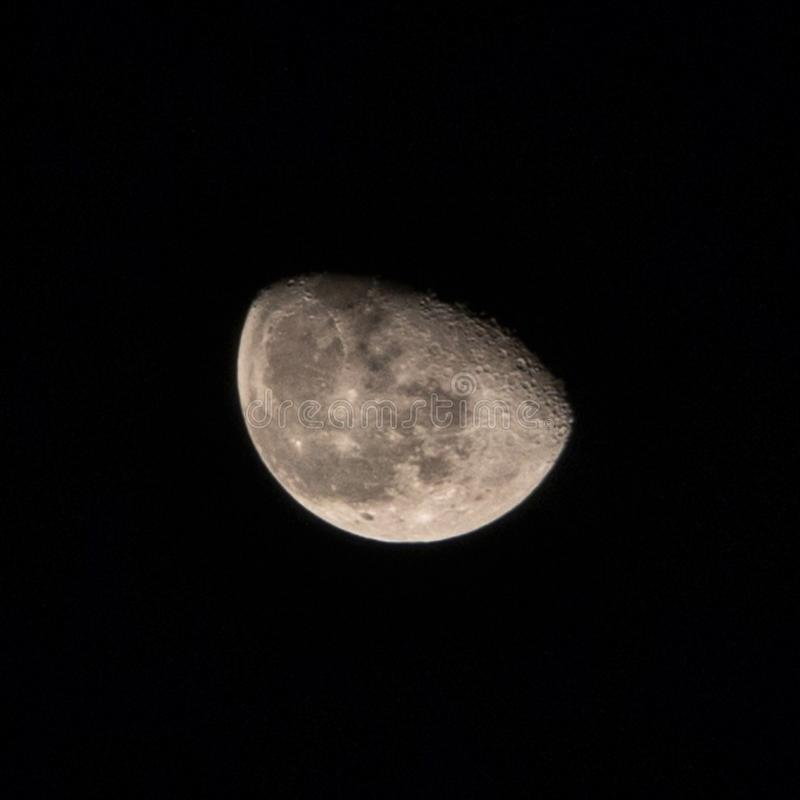 Луна… в пасмурной ноче стоковое изображение rf