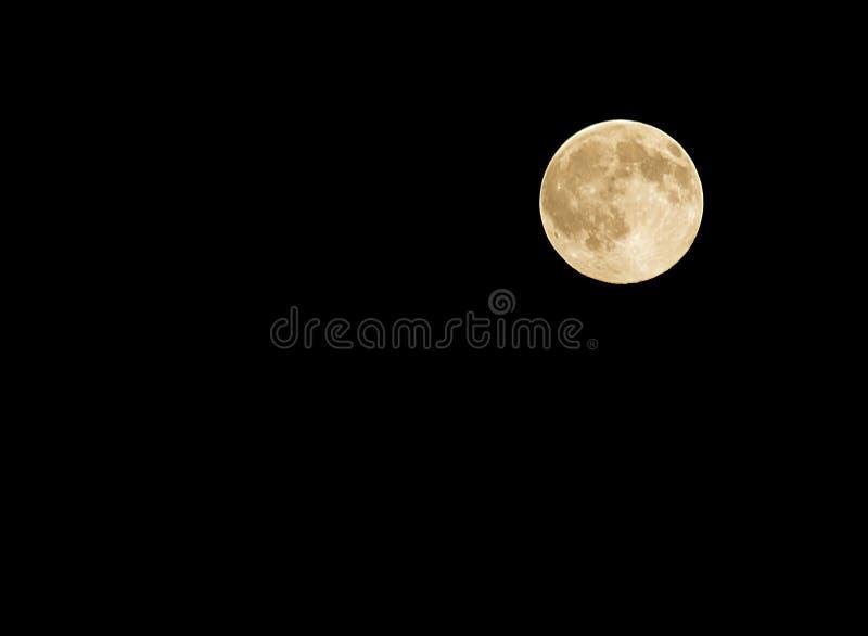 Луна… в пасмурной ноче стоковые фото