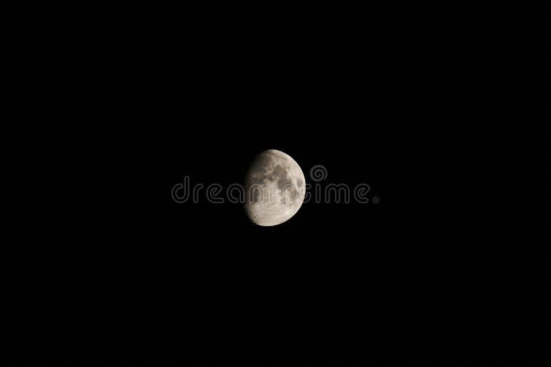 Луна в темноте стоковое изображение