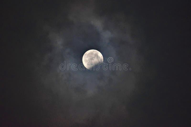 луна затмения лунная над морем стоковая фотография