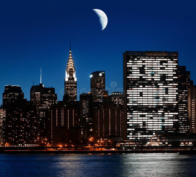 Луна над Манхаттаном стоковое фото