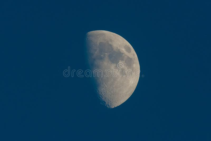 Луна с кратерами стоковое изображение