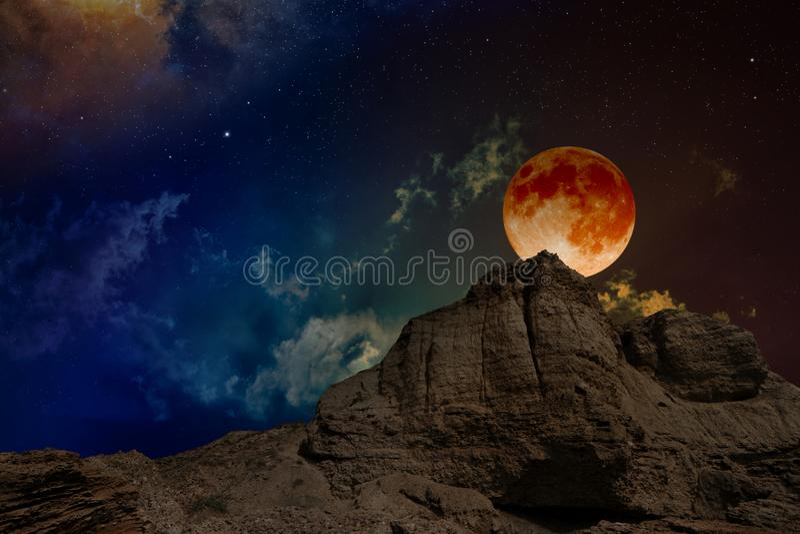 Лунное затмение, загадочное естественное явление стоковое фото rf