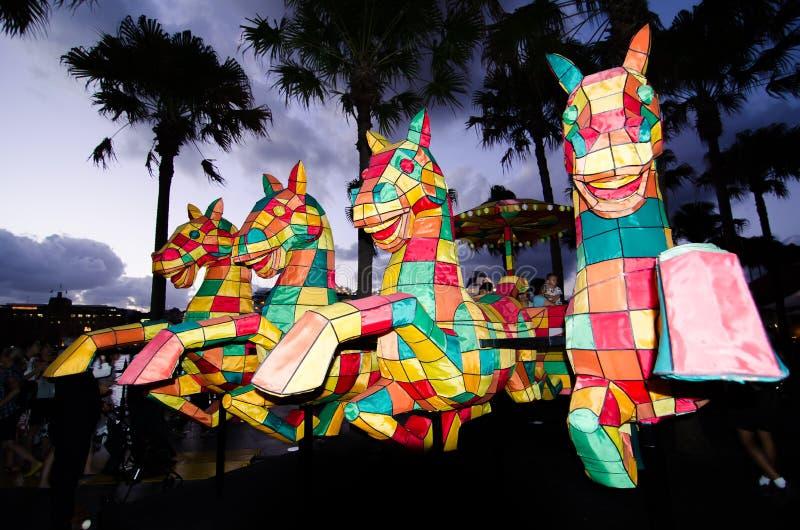 Лунное ` фонарика ` лошади символ зодиака лошади будет загорено от сумрака на круговой набережной художником Qian Jian Hua стоковая фотография