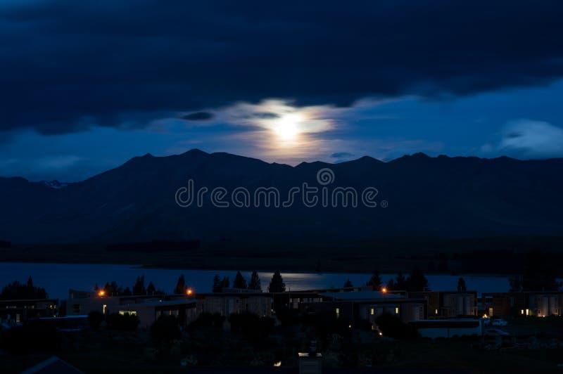 Лунный свет на озере Tekapo стоковые изображения rf