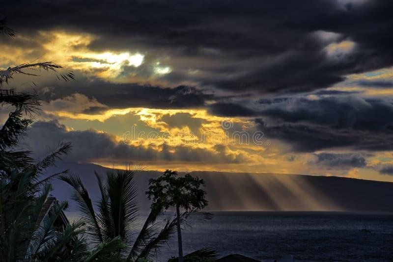 Лучи Солнця над дорогами Lahaina стоковые фотографии rf