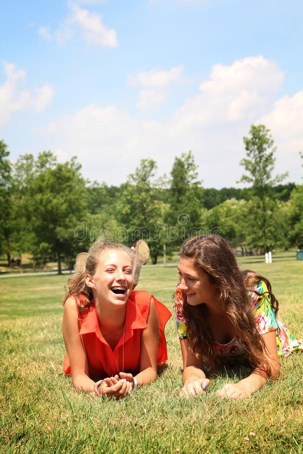 Лучшие друг предназначенные для подростков стоковое фото
