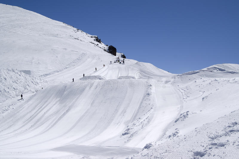 лыжа доски скача стоковое изображение rf