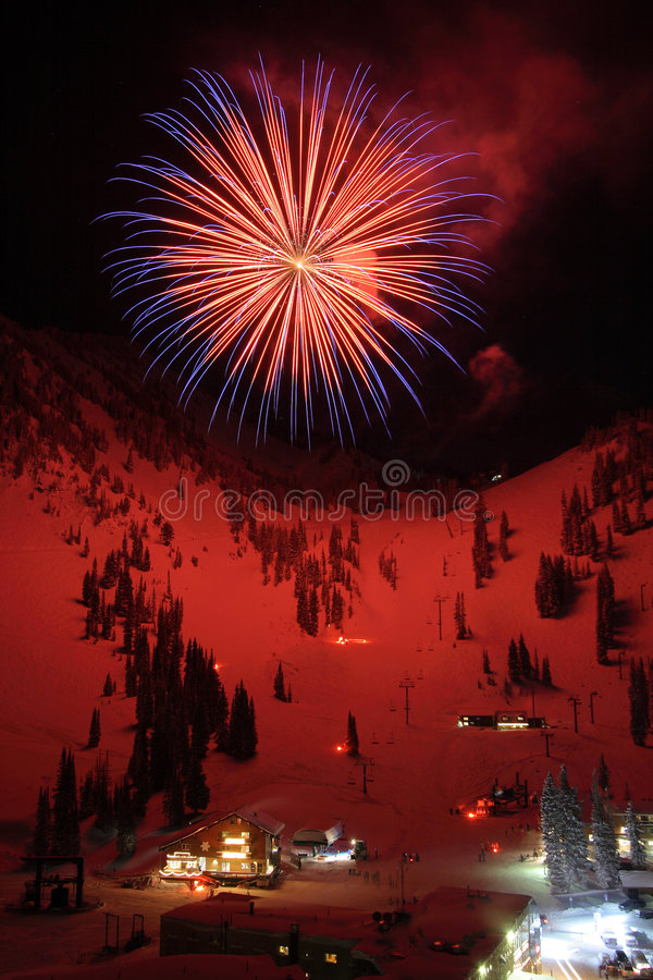 лыжа курорта феиэрверков стоковое изображение rf