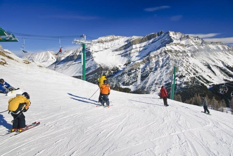 лыжа курорта louise озера стоковое изображение rf