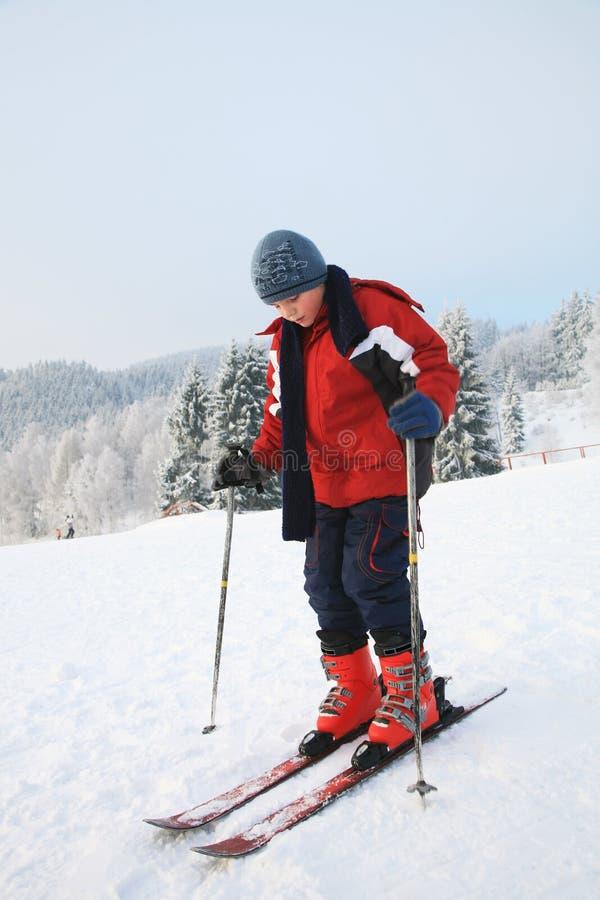 Download лыжа мальчика стоковое изображение. изображение насчитывающей ребенок - 18395887