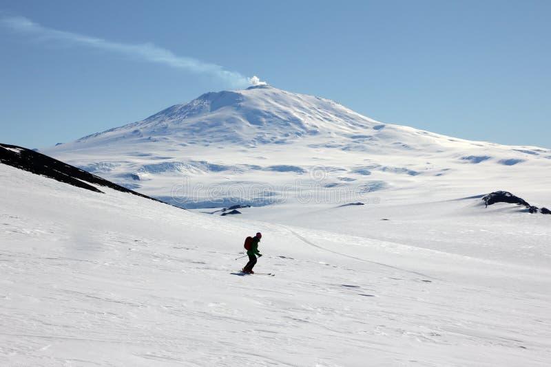 Лыжа путешествуя в Антарктике стоковое изображение