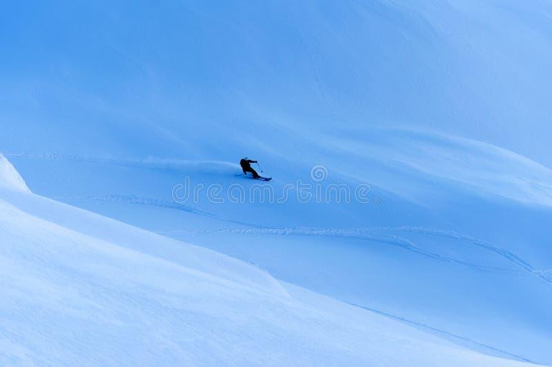 Лыжа Freeride в Transylvanian Альп стоковое изображение rf