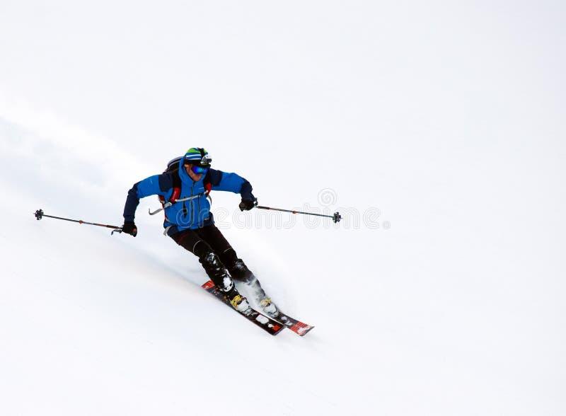 Лыжа Freeride в Transylvanian Альп стоковое изображение