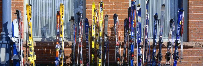 Лыжи на Vail Редакционное Изображение