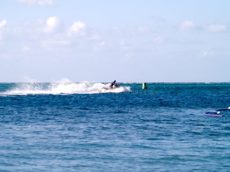 лыжник океана двигателя стоковая фотография rf
