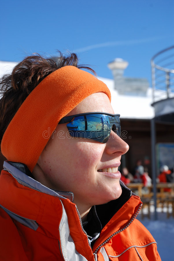 лыжник портрета девушки стоковые изображения