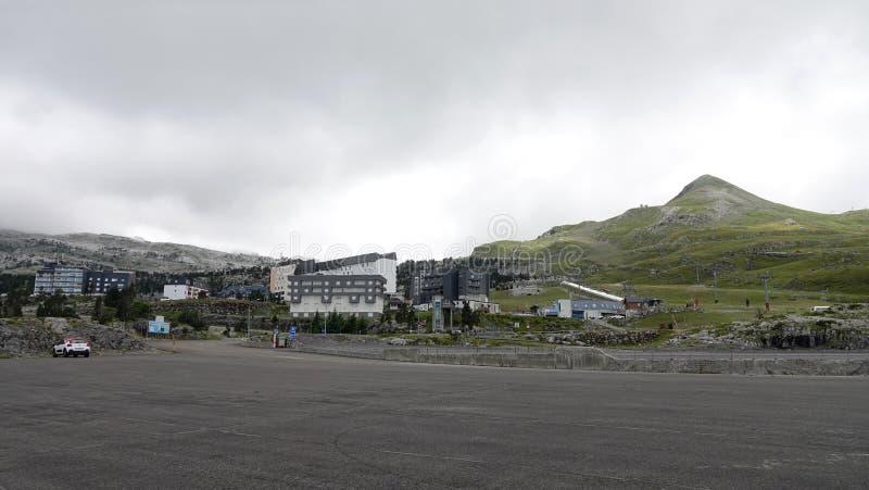 Лыжный курорт в отеле Col de la Pierre Saint Martin в Пиренеях, Франция стоковое фото
