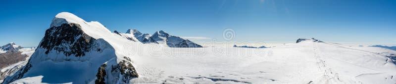 Лыжный курорт рая ледника около Klein Маттерхорна стоковые изображения
