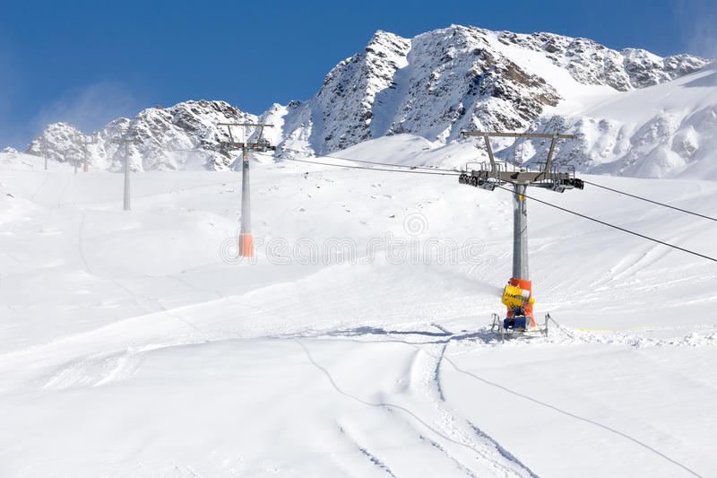 Лыж-подъем в итальянские горные вершины стоковая фотография rf
