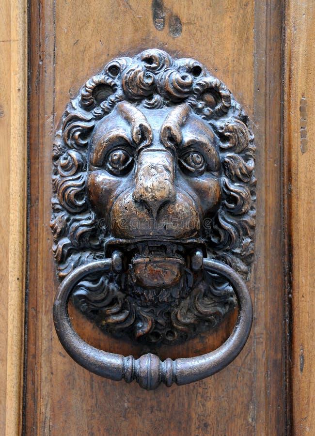 львев knocker двери стоковая фотография rf