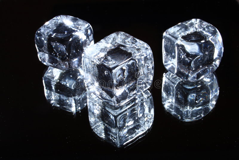 Download льдед кубиков стоковое фото. изображение насчитывающей прозрачно - 6867578