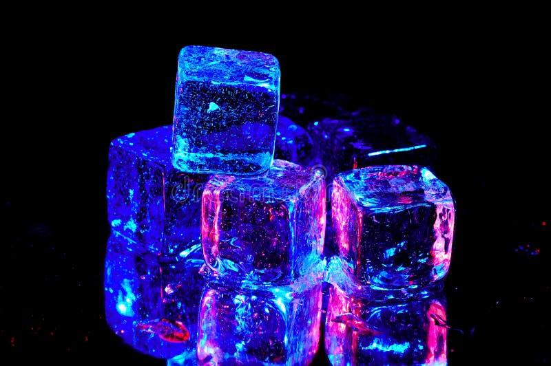 Download льдед кубиков стоковое фото. изображение насчитывающей цвет - 75302