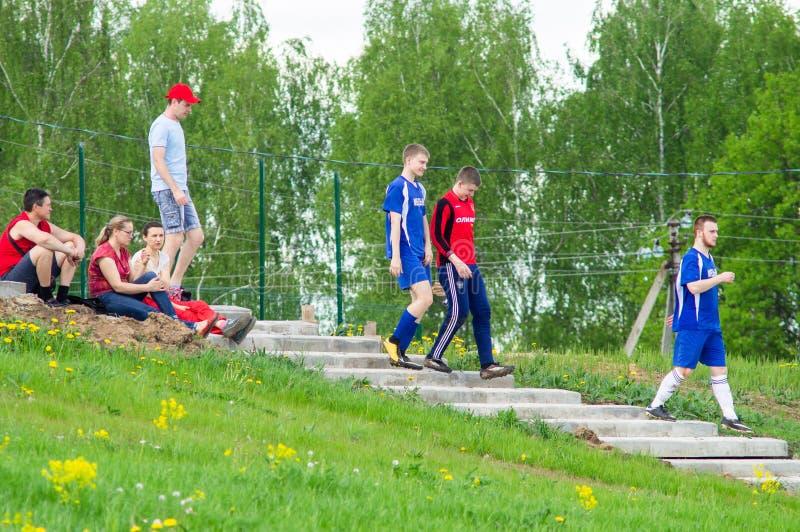 Любительский футбольный матч в регионе Kaluga России стоковые изображения