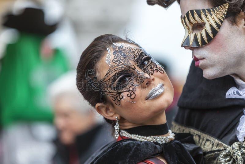Любовники в Венеции - масленице 2014 Венеции стоковое изображение rf