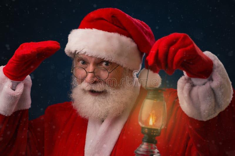 Любознательный Санта Клаус стоковые фото