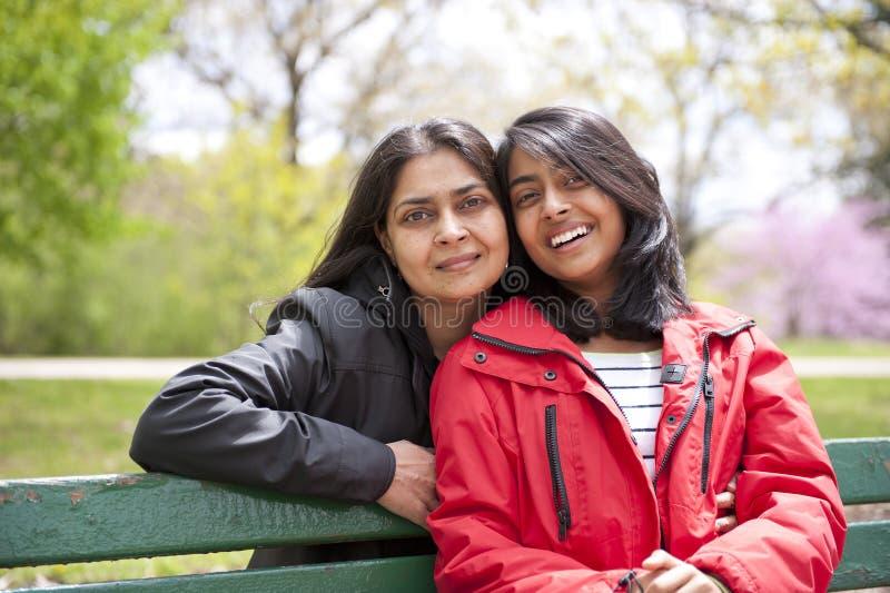 Любящие мать и дочь стоковое фото