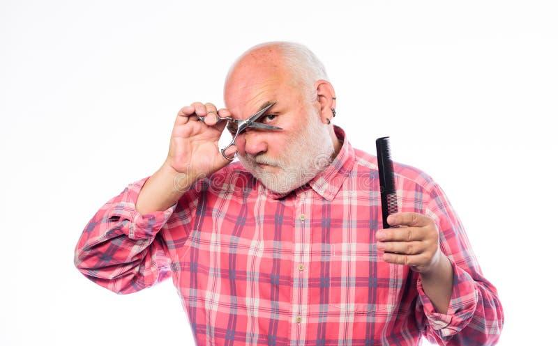 Любя стиль hisnew зрелый бородатый человек изолированный на белизне брить инструментальный ящик небритый старик имеет усик и боро стоковое изображение rf