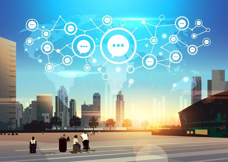 Люди беседуют интерфейс карты мира концепции связи системы значка пузыря футуристический над заходом солнца небоскреба современны иллюстрация штока