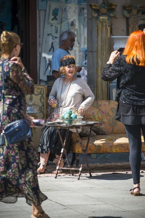 Люди в исторических костюмах в Понтеведре Испании стоковые фотографии rf