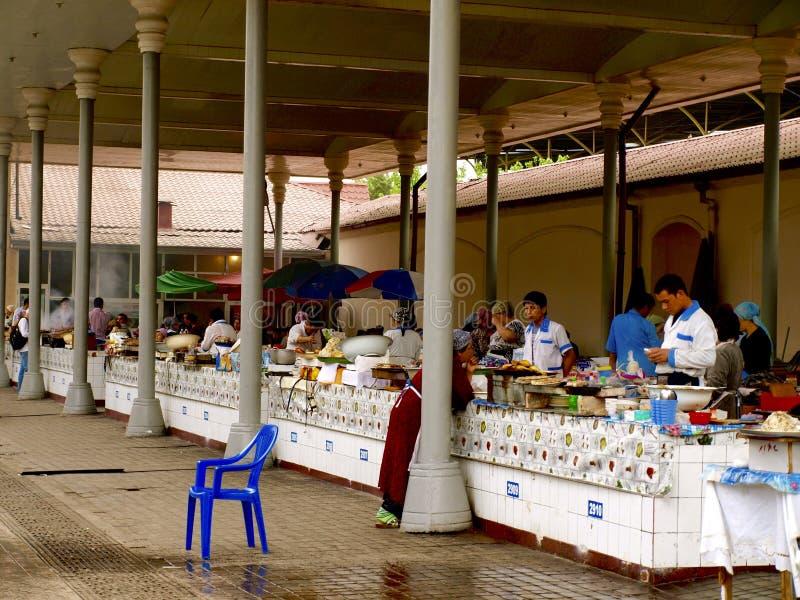Люди в рынке Chorsu стоковые изображения rf
