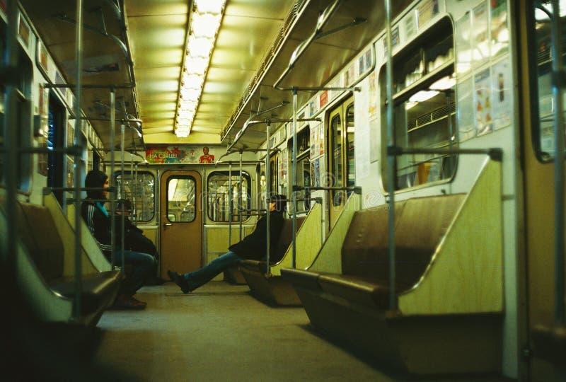Люди едут вагон метро стоковые изображения rf