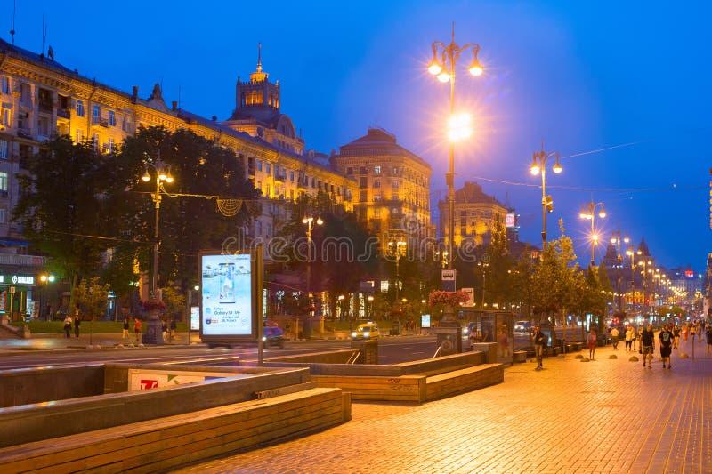 Люди идя Khreshchatyk Киев Украина стоковые изображения rf