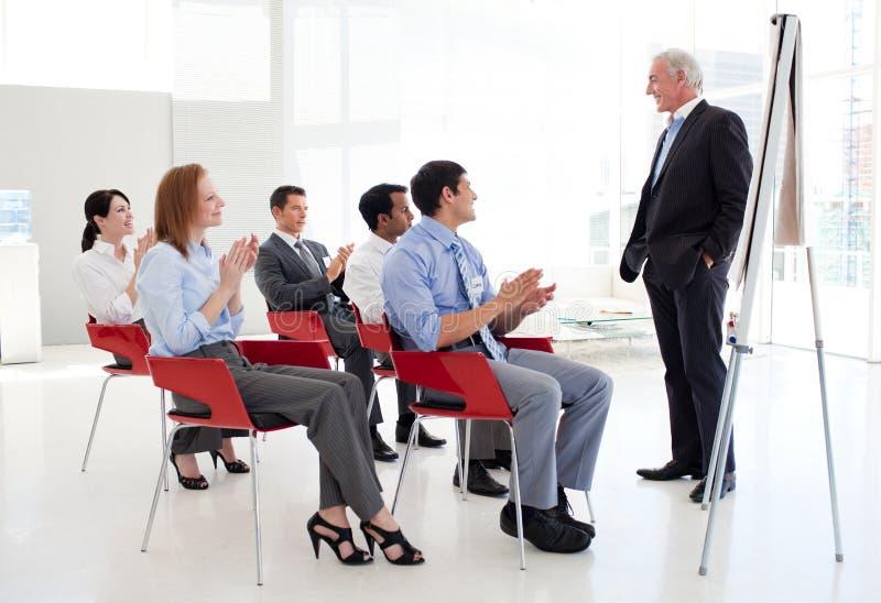 люди конференции дела жизнерадостные clapping