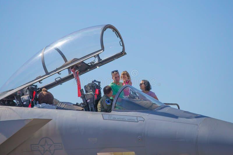 Люди морской пехот США с реактивным истребителем стоковые фотографии rf