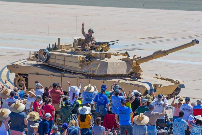 Люди морской пехот США с танком стоковая фотография rf