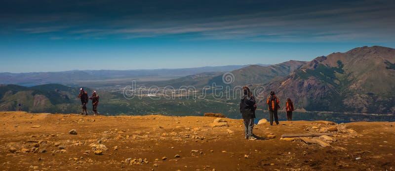 Люди наслаждаясь Cerro Catedral стоковое изображение