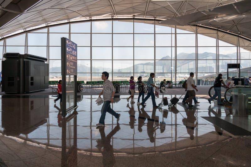 Люди на аэропорте Гонконга движения стоковые фото