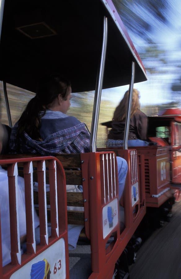 Люди на поезде детей стоковые изображения rf
