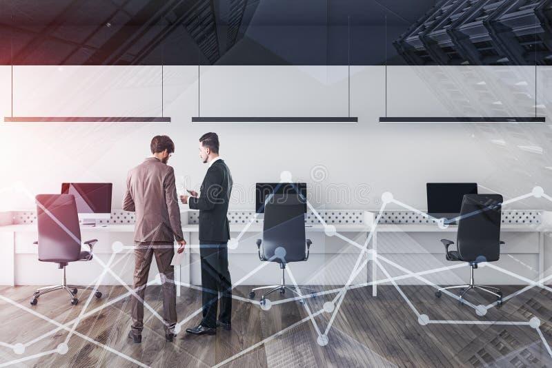 Люди обсуждая документы в белом офисе стоковое фото