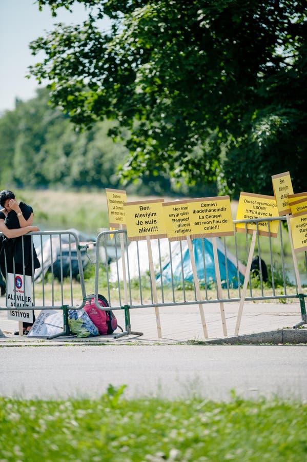 Люди протестуя на ECHR Европейского суда по правам человека во время стоковые фото