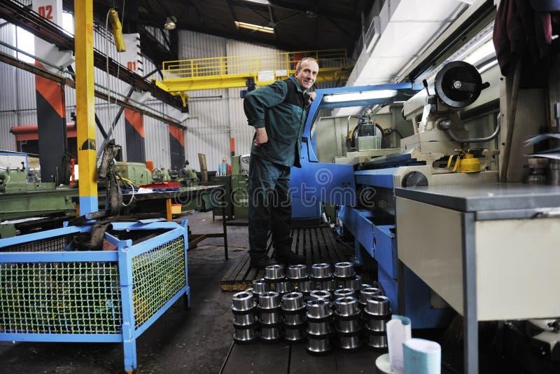 Люди работников в фабрике стоковые изображения rf