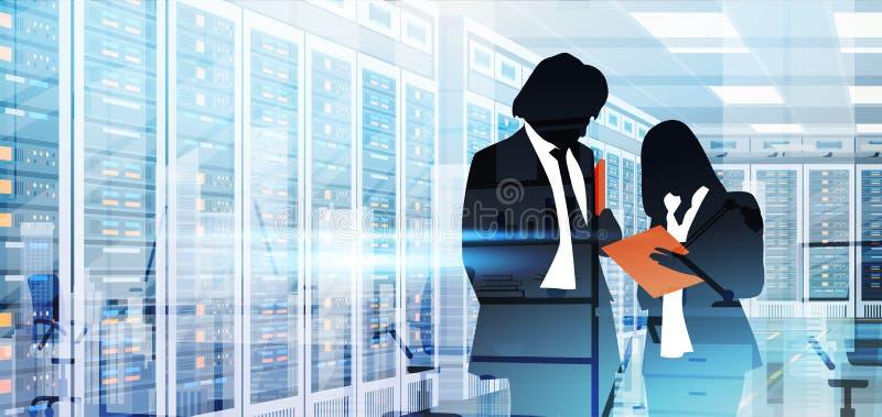 Люди силуэта работая в комнате центра данных хозяйничая база данных данным по компьютер-сервера иллюстрация вектора