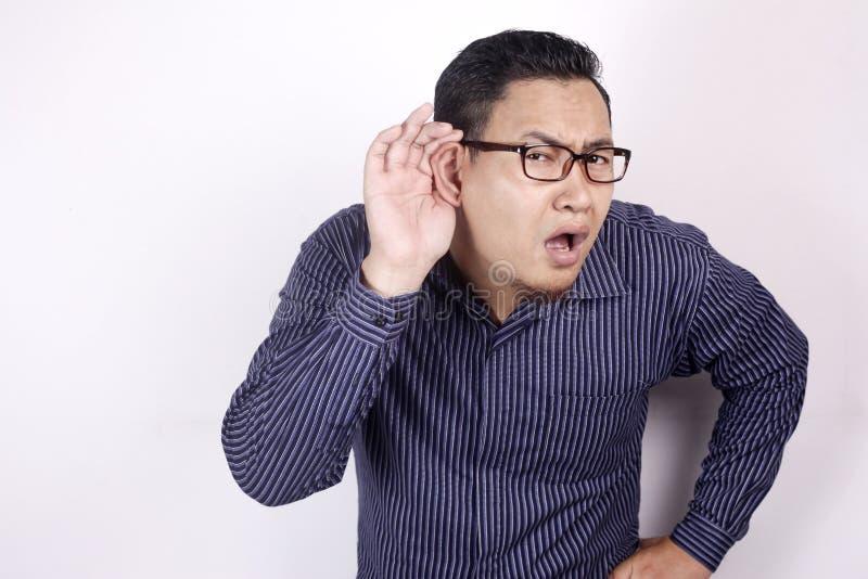 Люди слушают шепоты стоковая фотография rf